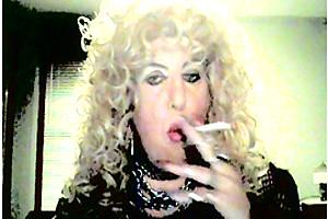 MzRoxy smoking fetish tranny