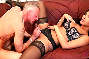 Glamour shemale pokes her lover