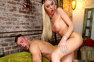 Blonde gypsy tranny anal fucks male client