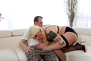 Cockloving trans babe banged by male