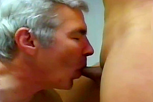 tgirl hammers her mature Neighbour - Gentledudess video