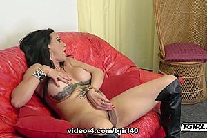 Enamoring Isabel Rocks Her Cock - TGirl40
