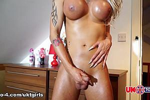 Mia Turns Up The Temp - UK-TGirls