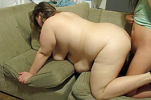 Hot MILF Sucks & Takes It Deep Inside Her Pussy By A Hot Shemale Orgasm Sex