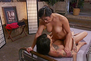Hot masseuse rides trannys client dick