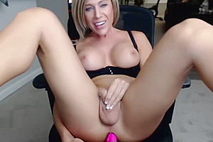 Big tits horny shemale milf on cam
