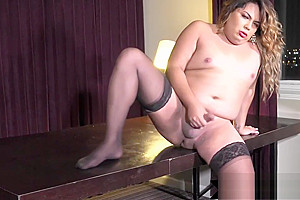 Hot shemale jerks off in sexy stockings