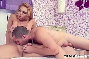 Gisele Araujo in Blond Flip-Flop Sex - DreamTranny