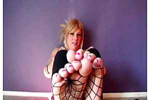 Mallory Tgirl Showing Her Sexy Feet