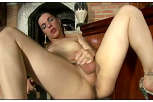 Hot tranny wanks and cums